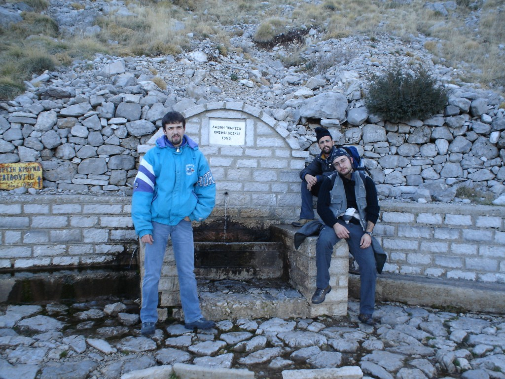 A stop at one of the three or four fountains along the path to the refuge of Astraka