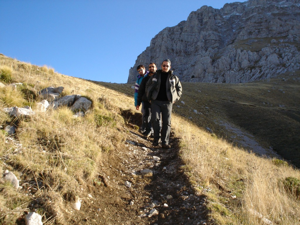 Descending from the col of Astraka refuge. Still a long way to go...