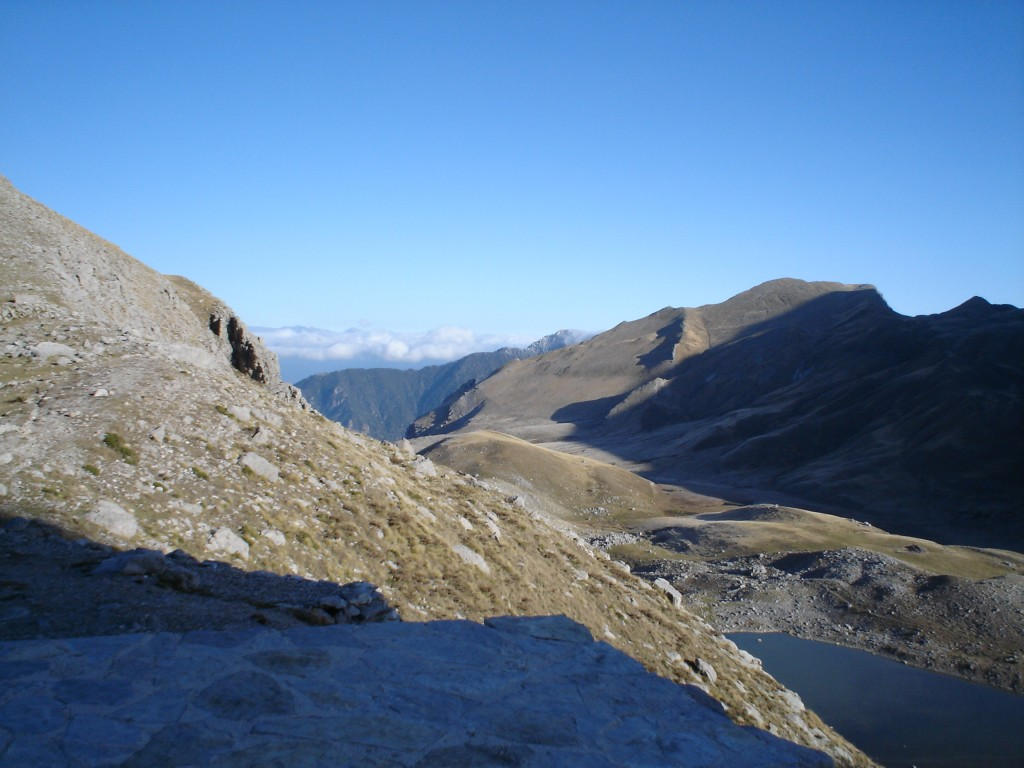 A little more to the left (West) reveals Mt Trapezitsa (2024 m) in the background