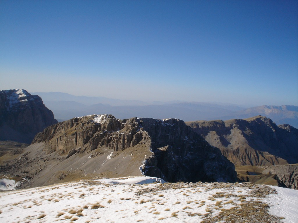 Looking West, North-West towards Ploskos (2377 m) and Lapatos (2251 m)